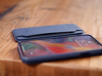 Kožené pouzdro iPhone X ochrání i zepředu. Podívejte se, jak Folio vypadá naživo