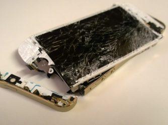 Jak reklamovat iPhone? Jde to se zárukou i bez ní