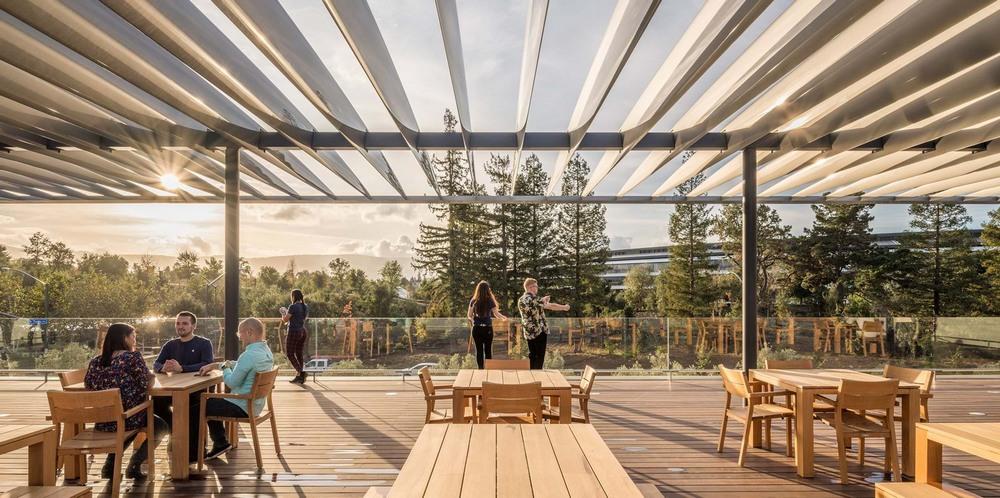 Megnyitotta kapuit az új Apple látogatóközpont