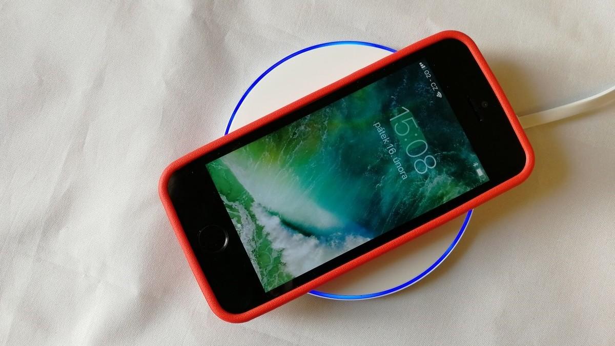 A régi iPhone modellek is tölthetők vezeték nélkül