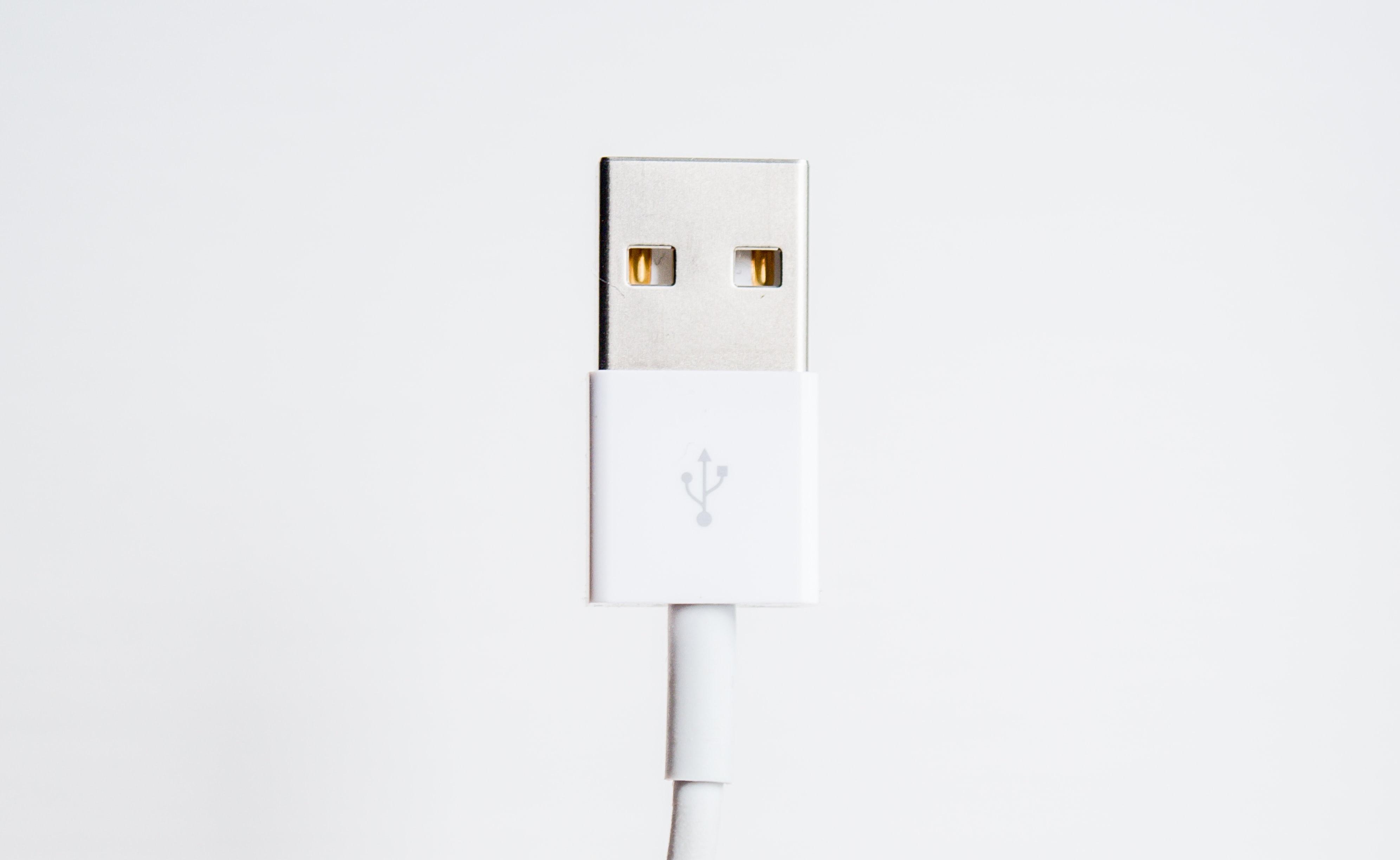 A töltő és fülhallgató eltűnik arégebbi iPhone készülékek csomagolásából